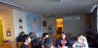 Ungmenni sitja fund hjá AIESEC